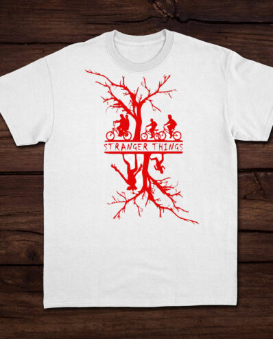 Stranger Things T SHIRT con background.png scaled
